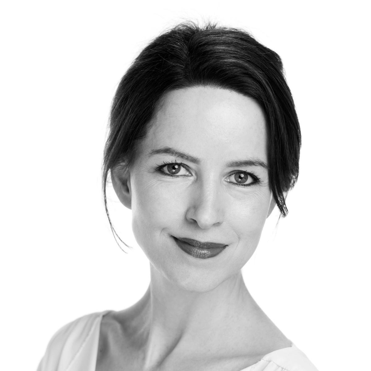 Sophie Magennis schwarz-weiß